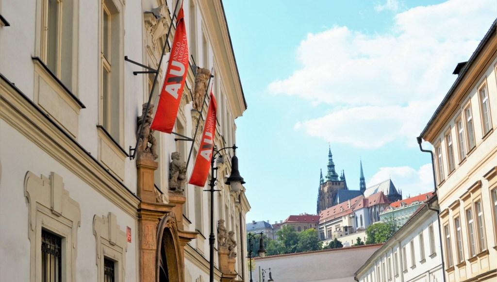 AAU nằm ở trung tâm Praha, ngay dưới lâu đài Prague Castle.