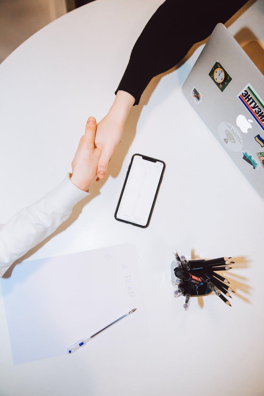Kỳ vọng dành cho nhân viên bán thời gian và thực tập sinh là khác nhau. Photo by Polina Zimmerman on Pexels.com